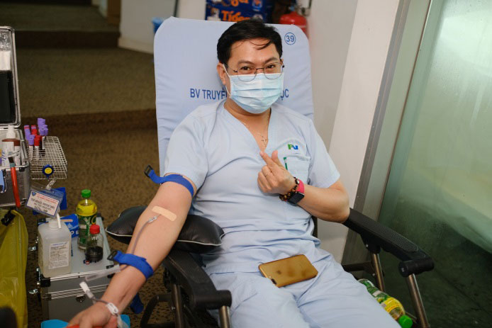 Le Phi Lan happily donated his blood.