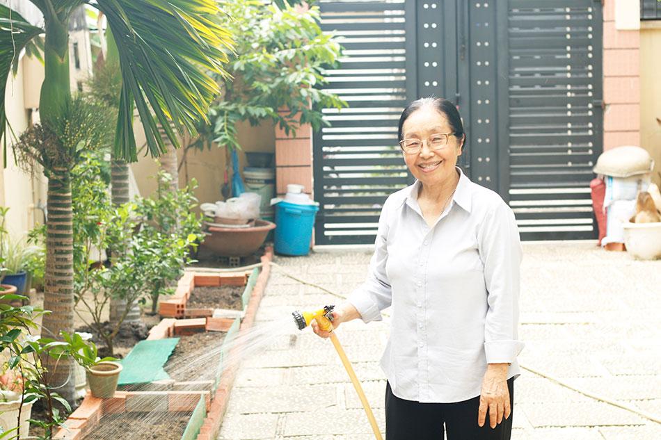 Cô L.T.Bình vui vẻ với cuộc sống hằng ngày sau điều trị ung thư.