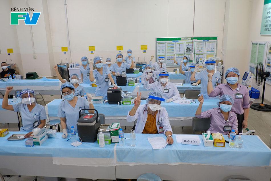 Sẵn sàng trước khi bắt đầu tiêm những mũi vắc xin COVID-19 đầu tiên tại công ty Nidec Sankyo
