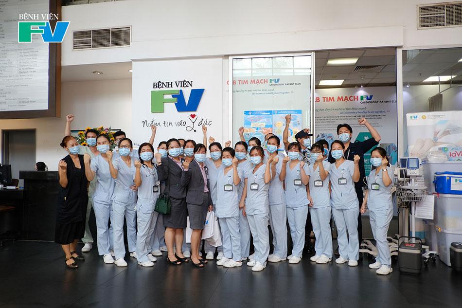 Các đội tiêm tại Bệnh viện FV trước giờ xuất phát