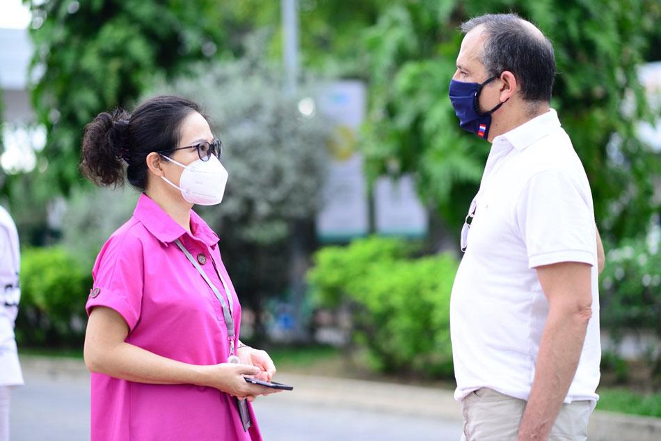 Ngài Vincen Floreani – Tổng Lãnh sự Pháp cùng trao đổi với bà Phạm Thị Thanh Mai - Giám đốc điều hành FV về công tác tổ chức chiến dịch