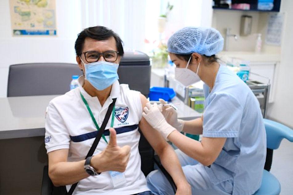 Các vị khách tham gia tiêm vắc-xin đều tỏ ra phấn khởi khi được tiêm chủng sớm với quy trình hiện đại, an toàn tại FV